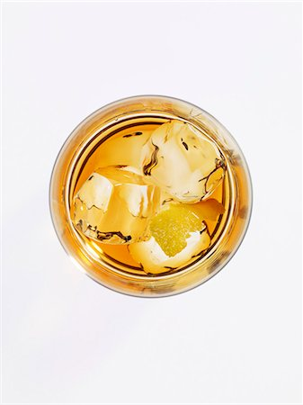 Old Fashioned cocktail (seen from above) Stock Photo - Premium Royalty-Free, Code: 659-06372358
