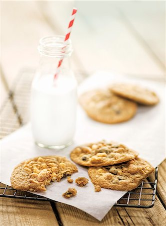 Chocolate Chip Cookies on a baking sheet Stock Photo - Premium Royalty-Free, Code: 659-06372379