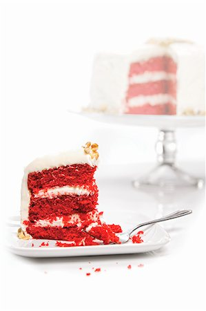 dyed - Slice of Red Velvet Cake On a Plate with Whole Cake in Background Stock Photo - Premium Royalty-Free, Code: 659-06372385