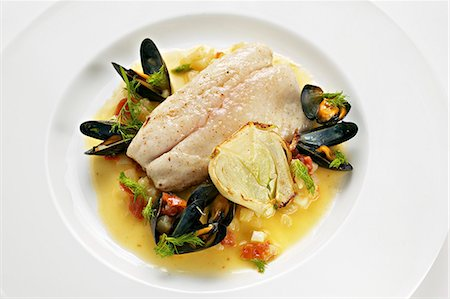 Bass fillet with mussels and fennel Stock Photo - Premium Royalty-Free, Code: 659-06372408