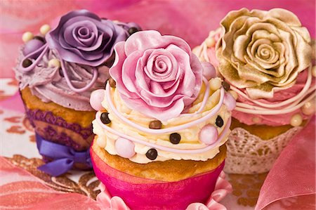 rose - Celebratory cupcakes decorated with buttercream and sugar roses Stock Photo - Premium Royalty-Free, Code: 659-06372489