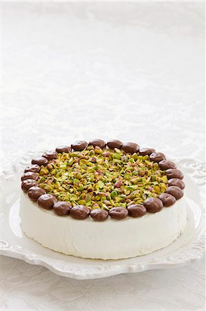 sweet - White chocolate and pistachio cake Stock Photo - Premium Royalty-Free, Code: 659-06372642