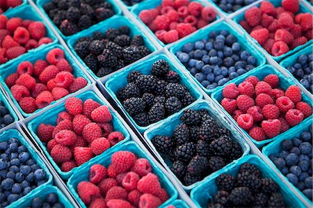 sale - Baskets of Organic Blueberries, Raspberries and Blackberries at a Market Stock Photo - Premium Royalty-Free, Code: 659-06373110