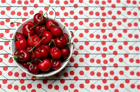 Red Cherries in a Bowl; From Above Stock Photo - Premium Royalty-Free, Code: 659-06373112