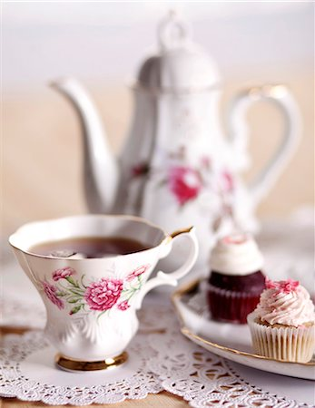 rose patterns - Pretty Antique Tea Cup with Mini Cupcakes and Tea Pot Stock Photo - Premium Royalty-Free, Code: 659-06373250