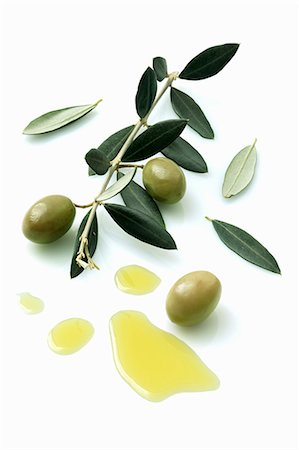 A olive sprig with olives next to a pool of olive oil Stock Photo - Premium Royalty-Free, Code: 659-06373715