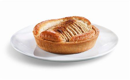 dessert - Mini Apple Tart; White Background Stock Photo - Premium Royalty-Free, Code: 659-06494127