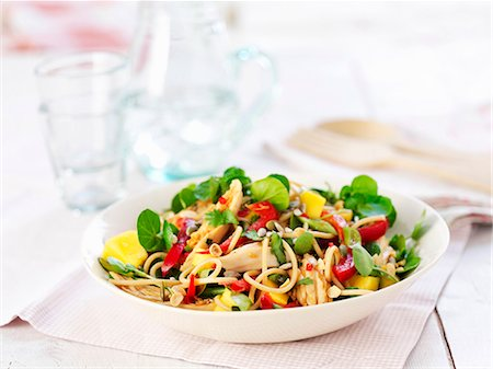 salad - Pasta salad with chicken and pepper Stock Photo - Premium Royalty-Free, Code: 659-06494788
