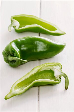 Green pointed peppers, whole and halved Stock Photo - Premium Royalty-Free, Code: 659-06494852