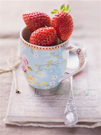 Strawberries in a floral-patterned cup Stock Photo - Premium Royalty-Free, Code: 659-06495404