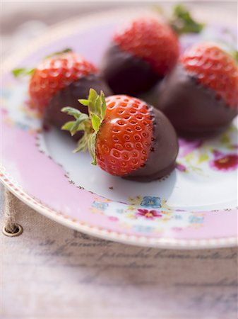 dessert - Chocolate strawberries on a pink, floral-patterned plate Stock Photo - Premium Royalty-Free, Code: 659-06495417