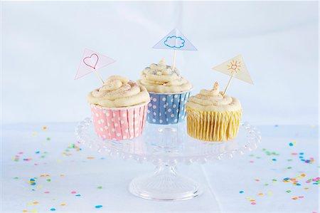 Vanilla cupcakes Stock Photo - Premium Royalty-Free, Code: 659-06495445