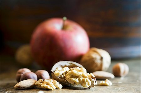 different - An arrangement of walnuts, nuts and an apple Stock Photo - Premium Royalty-Free, Code: 659-06495498