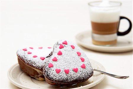 sugar - Small heart-shaped marble cakes with icing sugar and sugar hearts Stock Photo - Premium Royalty-Free, Code: 659-06495701