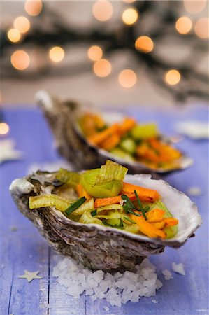 festive - Oysters filled with vegetables for Christmas Stock Photo - Premium Royalty-Free, Code: 659-06495806