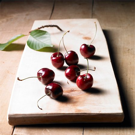 Cherries on a wooden board Stock Photo - Premium Royalty-Free, Code: 659-06493715