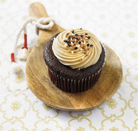 food - Organic Sea Salt, Caramel Chocolate Cupcake Stock Photo - Premium Royalty-Free, Code: 659-06493821