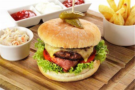 food - Cheeseburger and chips Stock Photo - Premium Royalty-Free, Code: 659-06493871