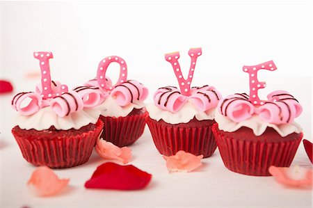 rose - Letters cupcakes-love Stock Photo - Premium Royalty-Free, Code: 659-06670837