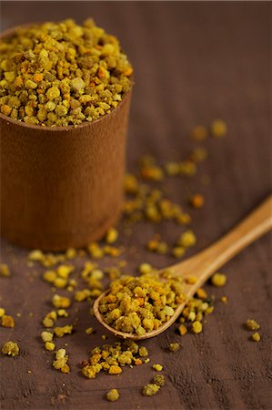 Bee pollen (propolis) Stock Photo - Premium Royalty-Free, Code: 659-06670891