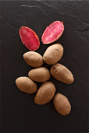 slate - Highland Burgundy Red potatoes on a slate platter Stock Photo - Premium Royalty-Free, Code: 659-06670947