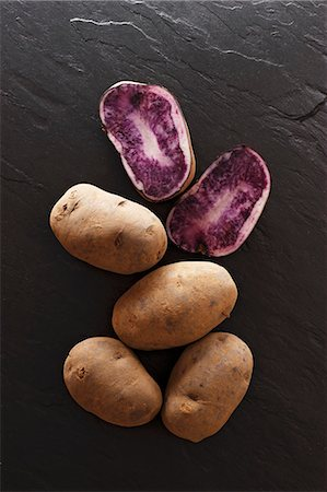 slate - Blauer Schwede potatoes on a slate surface Stock Photo - Premium Royalty-Free, Code: 659-06670952