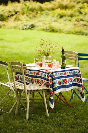 set - Laid table in garden (summer) Stock Photo - Premium Royalty-Free, Code: 659-06671021