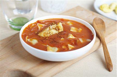 food - Bowl of Tomato Artichoke Soup; Wooden Spoon Stock Photo - Premium Royalty-Free, Code: 659-06671043