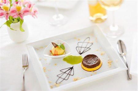 dessert - Budino zabaione e cioccolato (zabaglione and chocolate pudding) Stock Photo - Premium Royalty-Free, Code: 659-06671157