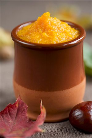 food - Pumpkin purée in a small clay pot Stock Photo - Premium Royalty-Free, Code: 659-06671251