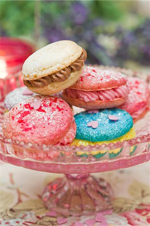 food - Macaroons filled with buttercream on a cake stand Stock Photo - Premium Royalty-Free, Code: 659-06671401