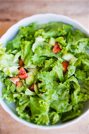 salad - Salad leaves with cucumber, tomatoes and vinaigrette Stock Photo - Premium Royalty-Free, Code: 659-06671701