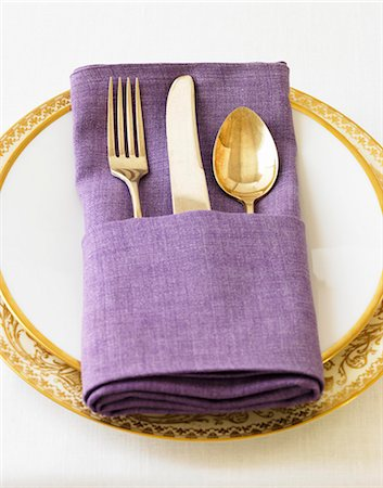 decorations - A Place Setting with a Purple Napkin Stock Photo - Premium Royalty-Free, Code: 659-06901591