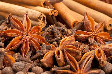 pimento - Winter spices (cloves, allspice, star anise, cinnamon) Stock Photo - Premium Royalty-Free, Code: 659-06901755