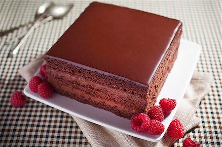 rectangle - A slice of chocolate cake with fresh raspberries Stock Photo - Premium Royalty-Free, Code: 659-06901786