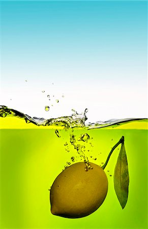 drop - A lemon that has fallen into the water Stock Photo - Premium Royalty-Free, Code: 659-06901858