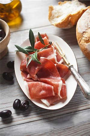 Serrano ham with bread and olives Stock Photo - Premium Royalty-Free, Code: 659-06902034
