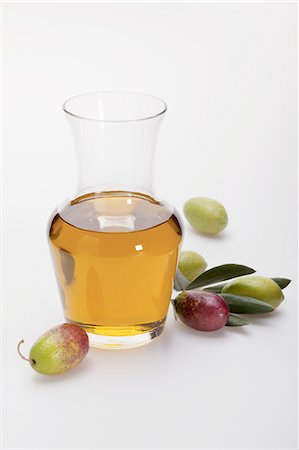 Olive oil and fresh olives Stock Photo - Premium Royalty-Free, Code: 659-06902288