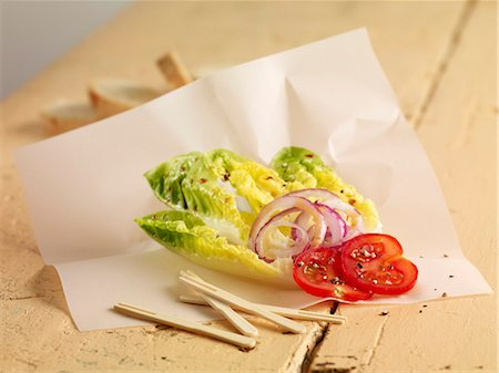 Lettuce hearts with onions and tomatoes Stock Photo - Premium Royalty-Free, Code: 659-06902308
