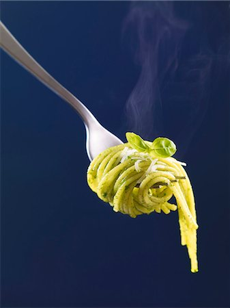 fork - Spaghetti with basil pesto on a fork (close up) Stock Photo - Premium Royalty-Free, Code: 659-06902362
