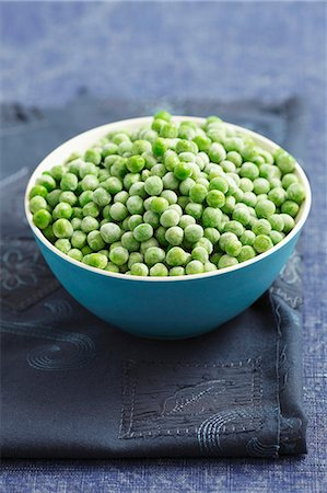 Frozen peas in a bowl Stock Photo - Premium Royalty-Free, Code: 659-06902747