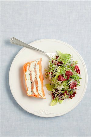 recipe - Smoked salmon and cream cheese terrine served with salad Stock Photo - Premium Royalty-Free, Code: 659-06902787