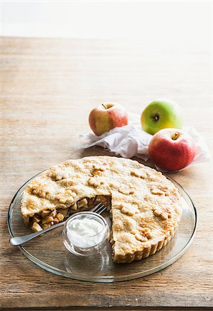 recipe - Apple tart with cream, with a large slice removed Stock Photo - Premium Royalty-Free, Code: 659-06902947