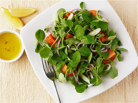 sprout - Pea shoot salad with tomatoes and onions Stock Photo - Premium Royalty-Free, Code: 659-06903094