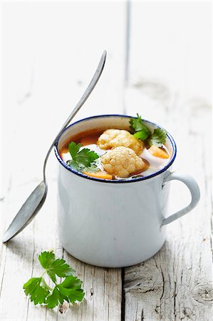 recipe - Vegetable soup in an enamel cup Stock Photo - Premium Royalty-Free, Code: 659-06903254