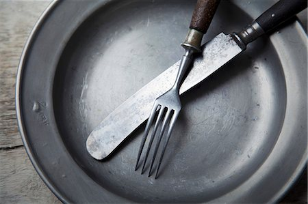 A tin plate with silver cutlery Stock Photo - Premium Royalty-Free, Code: 659-06903252