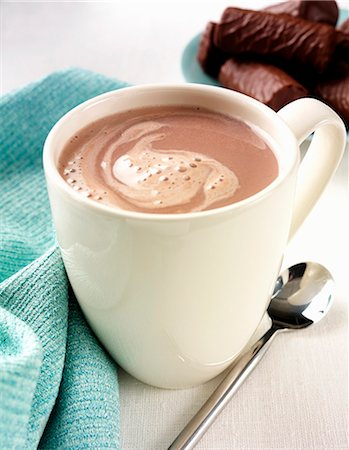 drink (non-alcohol) - A mug of hot chocolate with chocolate biscuits Stock Photo - Premium Royalty-Free, Code: 659-06903300