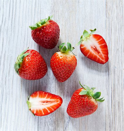 strawberries - Strawberries on a wooden slab, viewed from above Stock Photo - Premium Royalty-Free, Code: 659-06903548