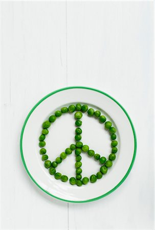 symbol - A peace sign made out of peas Stock Photo - Premium Royalty-Free, Code: 659-06903540