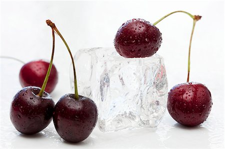 Sweet cherries and an ice cube Stock Photo - Premium Royalty-Free, Code: 659-06903769